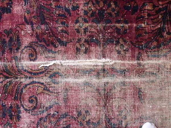 QUANTO VALE IL FRAMMENTO DI UN TAPPETO ANTICO PERSIANO LILIAN? Perché, i tappeti persiani ed orientali, nei negozi On-line, e nelle aste internazionali, sono offerti ed aggiudicati a prezzi bassi